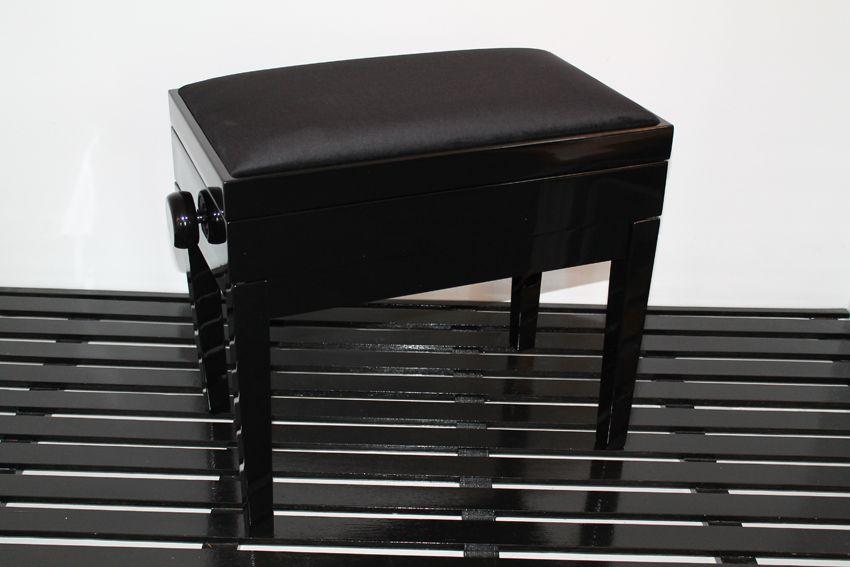 Cambridge - black velour top